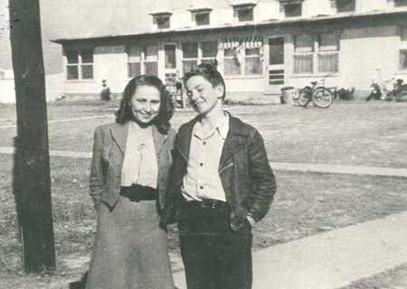 Bobbie and Willie - School Yard Pals