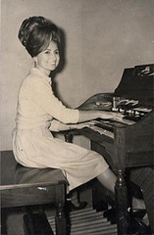 Young Bobbie Nelson sitting at a Hammond Organ
